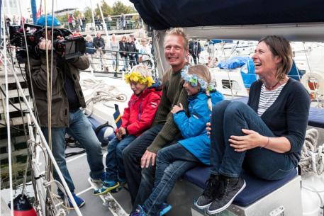 Se seglingsfamiljen på TV